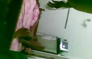 Charli इंग्लिश हिंदी मूवी सेक्सी चला जाता है के लिए उसके घुटनों पर एक मुर्गा चूसना