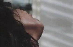 छोटे बाल के साथ छोटा शौकिया गड़बड़ हो जाता है एक होटल में सेक्सी पिक्चर मूवी इंग्लिश में