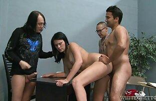 सुनहरे बालों वाली एक इंग्लिश सेक्स फिल्म वीडियो विशाल रैक के साथ खुद कामोत्ताप दे रही है